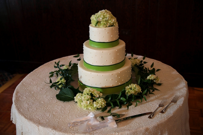 peewee hydrangea cake decor