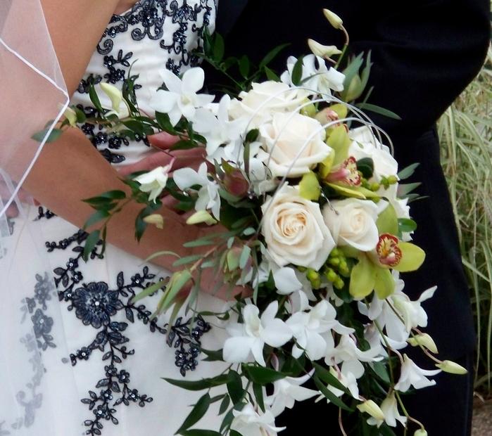 contemporary cascade bouquet